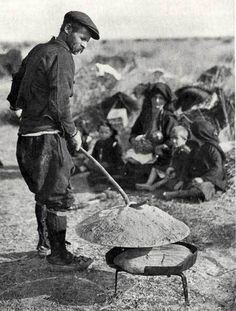 17 Nomadische Hirten 1 | theopedia | Page 1133 Baguette, Greece Photography, National Geographic, Albania, Farm Life, Old Photos, Greek, Traditional, Pain