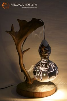 The hunt is over - lampa z tykwy, gourd lamp Diy Crafts For Gifts, Hobbies And Crafts, Crafts To Make, Arts And Crafts, Gourds Birdhouse, Gourd Lamp, Painted Gourds, Rustic Lighting, Garden Crafts
