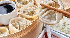 I ravioli al vapore con la ricetta originale cinese   Gustoblog Sushi Recipes, Asian Recipes, Real Food Recipes, Cooking Recipes, Yummy Food, Ethnic Recipes, My Favorite Food, Favorite Recipes, Food Plus