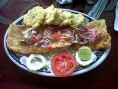 pescado frito// patacon y ensalada