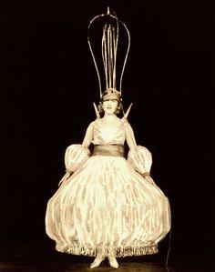 """Vestuario del 'personaje' Luz Eléctrica ,del espectáculo """"The Illuminants"""" -Ziegfeld Follies Midnight Frolic"""