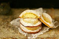 Genovesi de Erice chaussons à la crème pâtissière typiques de la Sicile