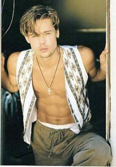 A young Brad Pitt Brad Pitt And Angelina Jolie, Jolie Pitt, Young Brad Pitt, Brad Pitt Hair, Jennifer Aniston, Junger Brad Pitt, Bradd Pitt, Actrices Hollywood, Leonardo Dicaprio