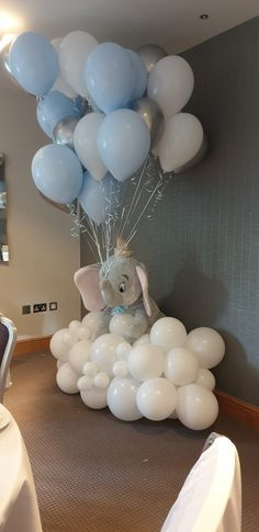 How cute does Dumbo look on his balloon cloud for Amelia's Dumbo themed baby shower. Too cute 💙 Cloud Baby Shower Theme, Dumbo Baby Shower, Idee Baby Shower, Shower Bebe, Elephant Baby Showers, Boy Baby Shower Themes, Baby Shower Balloons, Baby Shower For Boys, Baby Boy Balloons