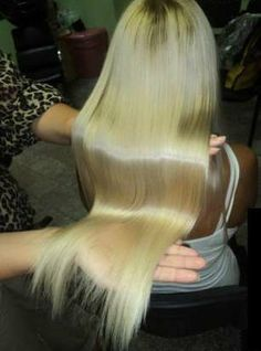 1 Tasse Haarspülung 3st Esslöffel gemahlener Zimt und 1/3 Tasse Honig. Mischen  kein Metall. Haare waschen, trocknen strähnchenweise die Mischung auf die Haare (nicht Kopfhaut).Hut oder eine Zellophan-Beutel, wickeln Sie Ihre Haare mit einem Handtuchfür etwa 30 Minuten,die Mischen noch 3-4 Stunden einwirkeln. Waschen, Haare werde 2 Nuancen heller.