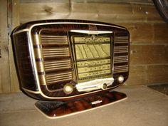 [image] Radios, America Images, Radio Antigua, Television Tv, Antique Radio, Transistor Radio, Old Wood, Art Deco Fashion, Jukebox