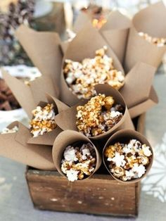 Winter Sledding Party ~ secret to this salty-sweet snack? Ready-made caramel syrup, melted and drizzled over popcorn. Serve it in Kraft-paper cones. Chocolate Covered Popcorn, Popcorn Bar, Popcorn Cones, Carmel Popcorn, Popcorn Snacks, Flavored Popcorn, Gourmet Popcorn, Winter Parties, Christmas Parties
