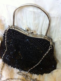 Pochette Papillon via La boutique de Lily.. Click on the image to see more!