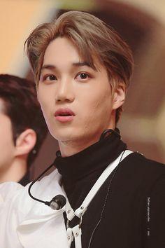 I love him with every part of my heart Baekhyun Chanyeol, Exo Kai, Korean Entertainment Companies, Kim Minseok, Xiuchen, Exo Korean, Look At The Stars, Kaisoo, Yixing