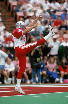 """Rick """"Bootin'"""" Tuten punting as a Seahawk in the Pro Bowl."""