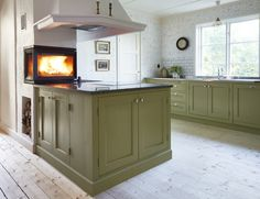 Cottage Kitchens, Farmhouse Kitchen Decor, Kitchen Dining, Kitchen Cabinets, Swedish Kitchen, Scandinavian Interior, Interior Design Kitchen, Home Decor, Laundry