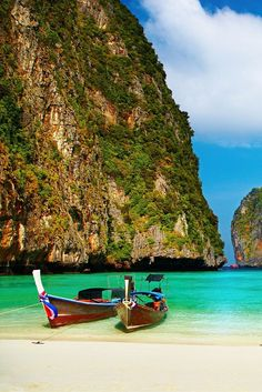 The incredible beaches are just one of the many reasons you should visit Thailand.   Click through to read 5 Reasons Why The World Is Obsessed With Thailand!