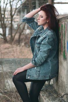 Leyraa Blog: 6.03.2017 Jeansowa kurtka XL, biały sweterek, czar...