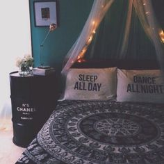 Cute dorm room ideas that you need to copy! These cool dorm room ideas are perfect for decorating your college dorm room. You will have the best dorm room on ca Tumblr Bedroom, Tumblr Rooms, Teen Room Tumblr, Cute Dorm Rooms, Cool Rooms, Cute Rooms For Girls, Bedroom Ideas For Teen Girls Tumblr, Dream Rooms, Dream Bedroom