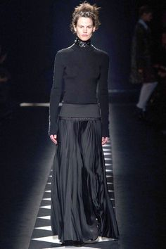 Haider Ackermann Fall See all the best runway looks from Paris Fashion Week here: Mode Outfits, Fashion Outfits, Gibson Girl, Thrift Fashion, Runway Fashion, Paris Fashion, Fashion Weeks, Fashion Styles, Fashion Fashion
