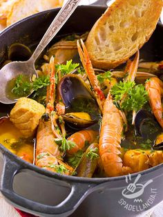 Discover Traditional Italian Food, its Diversity and Some Delicious Photos Calamari Recipes, Shellfish Recipes, Seafood Recipes, Fish Dishes, Seafood Dishes, Quick Fish, Lunch Recipes, Healthy Recipes, Seafood Stew