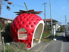 Check out this strawberry bus stop! It makes waiting for the bus way more fun! This bus stop is located in Japan. Bus Stop Design, Japon Tokyo, Bus Shelters, Guerilla Marketing, Street Marketing, Strawberry Fields, Strawberry Shortcake, Strawberry Patch, Giant Strawberry