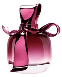 Buy original Nina Ricci Ricci Ricci at a discounted price in India. Ricci Ricci is available in for Women - know more about this perfume before you buy! Parfum Mademoiselle, Nina Ricci Parfum, Glas Art, Marc Jacobs Daisy, Beautiful Perfume, Antique Perfume Bottles, Fragrance Parfum, Parfum Spray, Bergamot