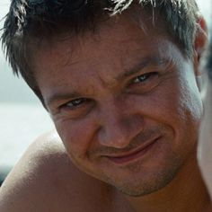Jeremy Renner as Aaron Cross in The Bourne Legacy ... OMG ... Talk about pantie dropping grin!!!!!