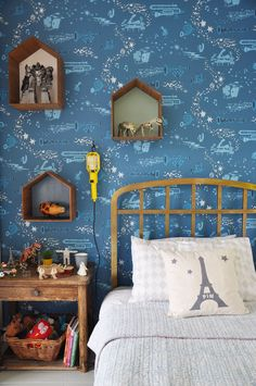 A boy's bedroom corner: http://babyccinokids.com/blog/2015/01/22/pims-bed-and-wonderful-jim-flora-wallpaper/ #boys #wallpaper #boysroom #bedroom #children #kids