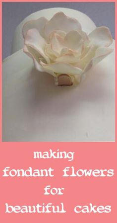 Making fondant flowers