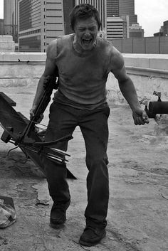 The Walking Dead Daryl Dixon finding the hand of his brother Merle on the roof Walking Dead Season, Fear The Walking Dead, Melissa Mcbride, Rick Grimes, Norman Reedus, Favorite Tv Shows, Actors, Wattpad, Guys