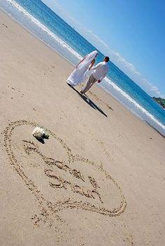 Beach wedding picture idea