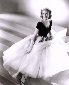 """Vestidos de cine que adoro. Grace Kelly en """"La ventana indiscreta""""   De Edith Head"""