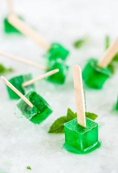 Mint and prosecco cube popsicles