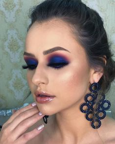 makeup pads makeup 2018 tutorial makeup euphoria makeup material name makeup using only kajal wear eye makeup to eye makeup makeup eyeliner Blue Eye Makeup, Glam Makeup, Skin Makeup, Eyeshadow Makeup, Makeup Art, Eyeliner, Beauty Makeup, Makeup Meme, Eyeshadows