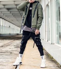 Dressing street fashion chic is an obsession for many, as they explore ways and means to look chic effortlessly, day … Fashion Moda, Mens Fashion, High Fashion, Fashion Photo, Skinny Biker Jeans, Outfits Hombre, Cooler Look, Street Style Trends, Look Chic