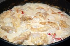 Chicken in cream in a slow cooker / Fashion Style Bologna, Mashed Potatoes, Slow Cooker, Bacon, Dishes, Chicken, Meat, Cooking, Ethnic Recipes
