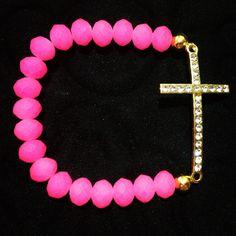 Pulsera en caucho rosa con cruz dorada con pedrería de fantasía.  A LA VENTA! $70.00 #Pulseras #Bracelets #fashion #trendy #neon #pink #handmade #wristjewelry #jewelry #golden #ornament #nice #cute #cruz #glitter #Puebla #México