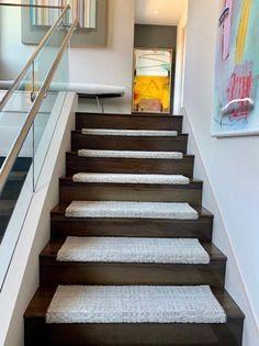 Best Carpet Runners For Hallways Product Carpet Staircase, Carpet Stair Treads, Staircase Remodel, Staircase Makeover, Bedroom Carpet, Living Room Carpet, Flooring Near Me, Painting Carpet, Hallway Carpet Runners