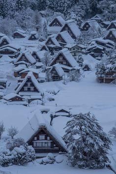 Snowy morning in Shirakawa-go, Japan 白川郷の朝 | Keiichi Taguchi