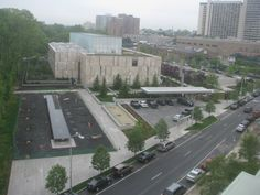 Did you know the Barnes has a webcam of its new home on the parkway, a birdseye view from a building nearby (probably the Free Library of Philadelphia on 20th St.).  They update the picture on the website every 15 minutes.  (Like there's something new every quarter hour?)  But the picture is nice!