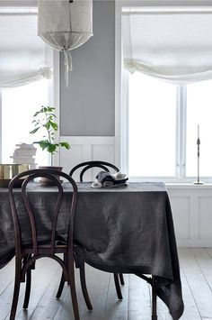 Nordic dining space with a grey cloth in washed linen on the dining table. Beautiful Interior Design, Contemporary Interior, Dining Room Inspiration, Interior Inspiration, Chair Design Wooden, Scandinavian Style Home, Home And Living, Designer, Interior Decorating