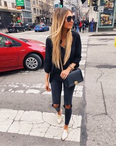 What To Wear This Fall: 30 Comfy Outfits With Jeans trendy fall outfit / blouse + bag + rips + gold loafers Trendy Fall Outfits, Chic Outfits, Fashion Outfits, Womens Fashion, Fashion Trends, Style Fashion, Jeans Fashion, Fashion Styles, Fashion Clothes
