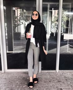 Hijab outfit with slipper-Modern and fashionable hijab outfits – Just Trendy G… – Hijab Fashion Modern Hijab Fashion, Street Hijab Fashion, Hijab Fashion Inspiration, Muslim Fashion, Look Fashion, Modest Fashion, Fashion Outfits, Modest Outfits Muslim, Winter Fashion