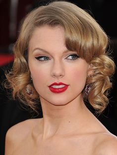 Taylor Swift flirted with a short 'do by under-pinning her curls — a wispier, more playful version of the classic 20s look