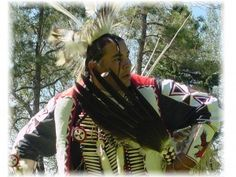 The nation of Blackfoot Indians actually consists of four different tribes: theBlackfoot/Siksika, Blood/Kainai, Pikuni/Peigan, and North Peigan Pikuni tribes