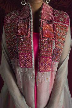Embroidery On Kurtis, Kurti Embroidery Design, Embroidery Fashion, Pakistani Fashion Party Wear, Pakistani Dress Design, Indian Fashion, Kurti Neck Designs, Kurta Designs Women, Blouse Designs