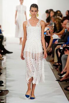 Oscar de la Renta at New York Fashion Week   Spring 2014   Photo: HarpersBAZAAR.com   September 2013