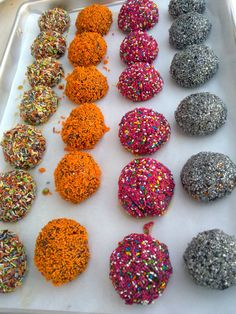 Chocolate Showpiece, Breakfast Dessert, Diy Crafts Videos, Truffles, Sprinkles, Projects To Try, Food And Drink, Candy, Desserts