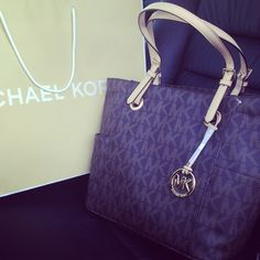 855bee4c68bc4 Michael Kors Store   Hobo - Satchels Totes Wallets Value Spree Crossbody  Bags Drawstring Bags Shoulder Bags Accessories Clutches Hobo New Michael  Kors ...