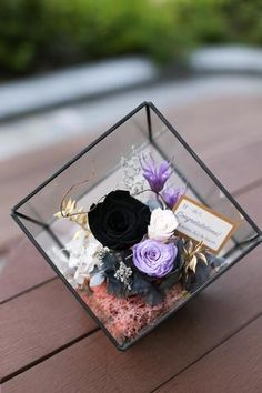 Simply stylish black rose in glass room | Preserved Flower Arrangement Opening basket Grand Opening Gift 保鮮花擺設 開張花籃 禮物 型格