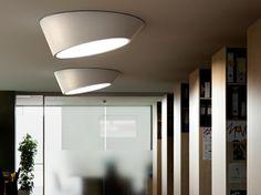 Die auffallende PLUS Deckenlampe kommt in verschedenen Größen