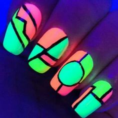 Abstract and strong looking glow nail art design. The straight and bold lines quaintly divide the various neon glow nail polish colors; centering a lone circle on one of the nails. Dark Nail Art, Dark Nail Polish, Nails Polish, Dark Nails, Light Nails, Cute Nail Art, Cute Nails, Pretty Nails, Uñas Color Neon