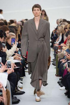 Celine Printemps/été 2018, Womenswear - Fashion Week (#30732) France Autumn Fashion 2018, Fashion Week, Look Fashion, Fashion Beauty, Fashion Show, Fashion Outfits, Womens Fashion, Fashion Design, Fashion Brands