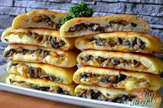 Potato dough filled with mushrooms Top-Rezepte.de - Potato dough and a delicious mushroom, carrot and onion filling. Healthy Crockpot Recipes, Vegetarian Recipes, Snack Recipes, Cooking Recipes, Snacks, Best Street Food, Kitchen Recipes, Food Design, Holiday Recipes